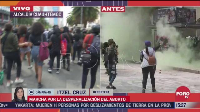 policias encapsulan a manifestantes en marcha por la despenalizacion del aborto