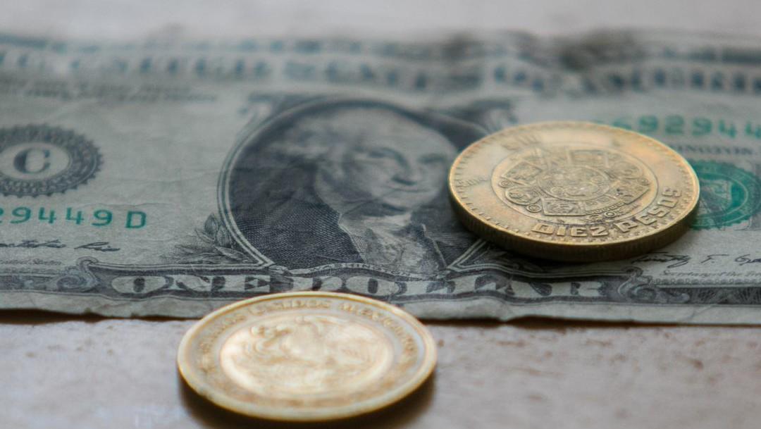 Peso registra ganancia previo al debate presidencial en EEUU; dólar se vende en 22.26