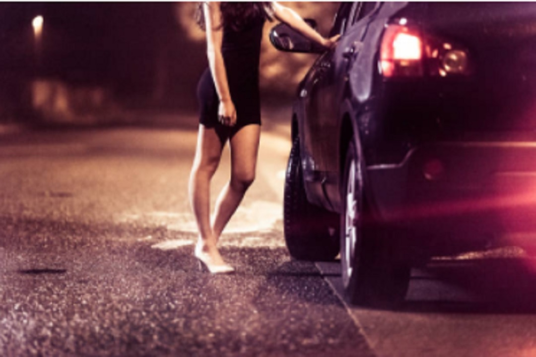 Bruselas prohíbe la prostitución para frenar COVID-19