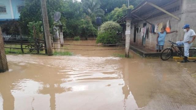 Remanentes de 'Nana' causan desbordamiento de ríos en Valle Nacional, Oaxaca