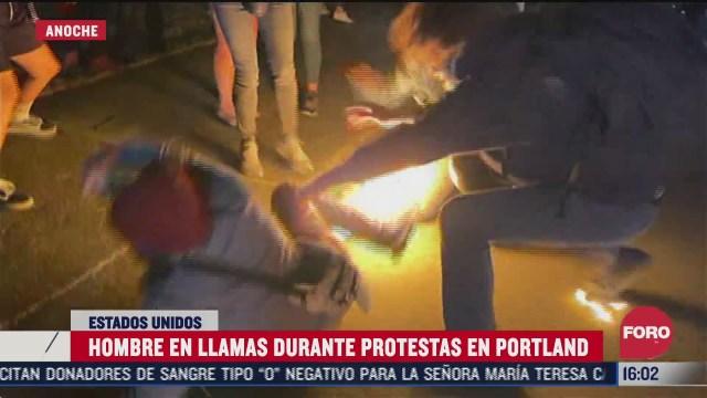 se incendia manifestante en portland durante protesta contra racismo