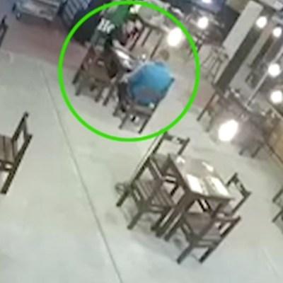 Captan en video secuestro y asesinato en un bar de Aguascalientes