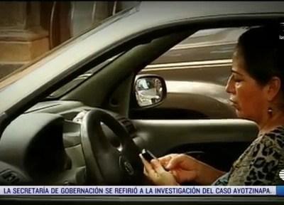Senado prohíbe usar celular en carreteras de todo el país