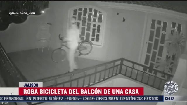 sujeto entra a una casa para robar bicicleta en jalisco
