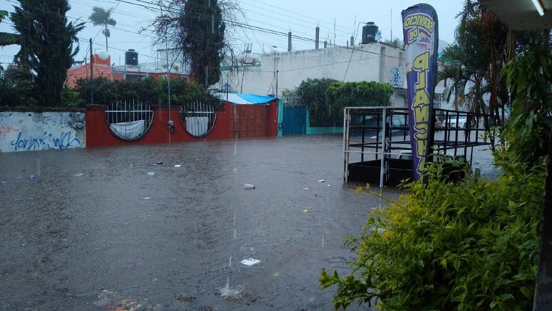 Tormenta en Cuernavaca provoca inundaciones y corrientes pluviales en distintas zonas