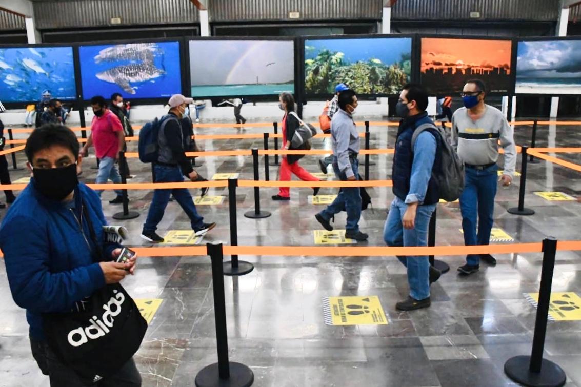 usuarios en metro de la ciudad de méxico
