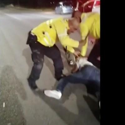 Video: Denuncian abuso policíaco en Torreón, oficiales de tránsito someten y golpean a joven