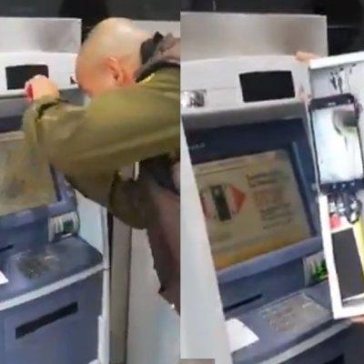Video muestra nueva forma de robo en cajero: con celular graban NIP de tarjetas