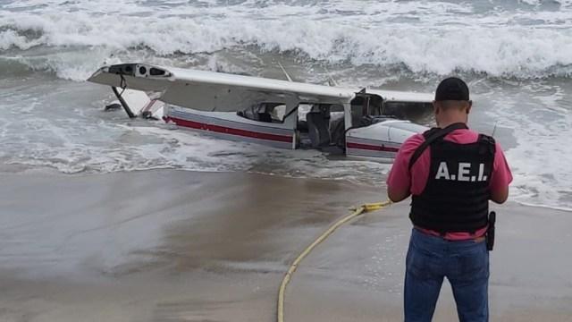 Cae avioneta Cessna en playa de San Pedro Huamelula, Oaxaca