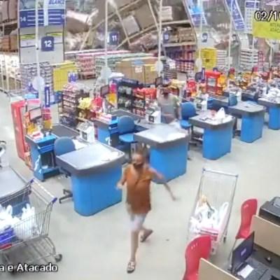 Un muerto y ocho heridos deja caída de anaqueles en supermercado de Brasil