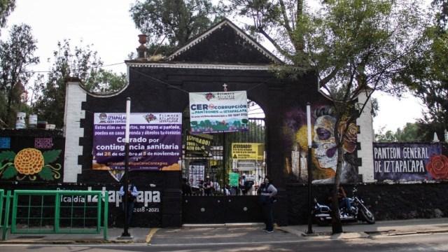 Cierran panteones de la CDMX previo al Día de Muertos y causa molestias