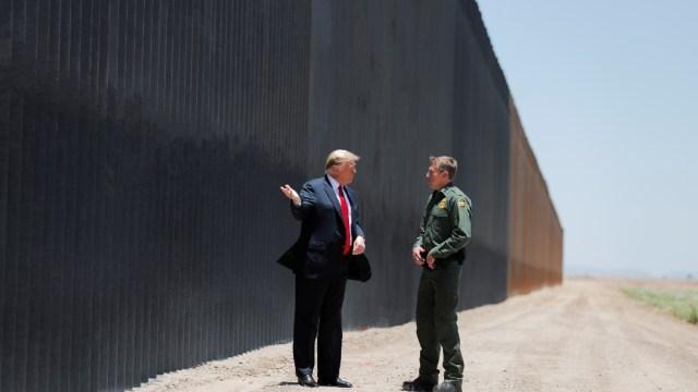 Corte Suprema de EEUU revisará legalidad de política de Trump de dejar en México a migrantes