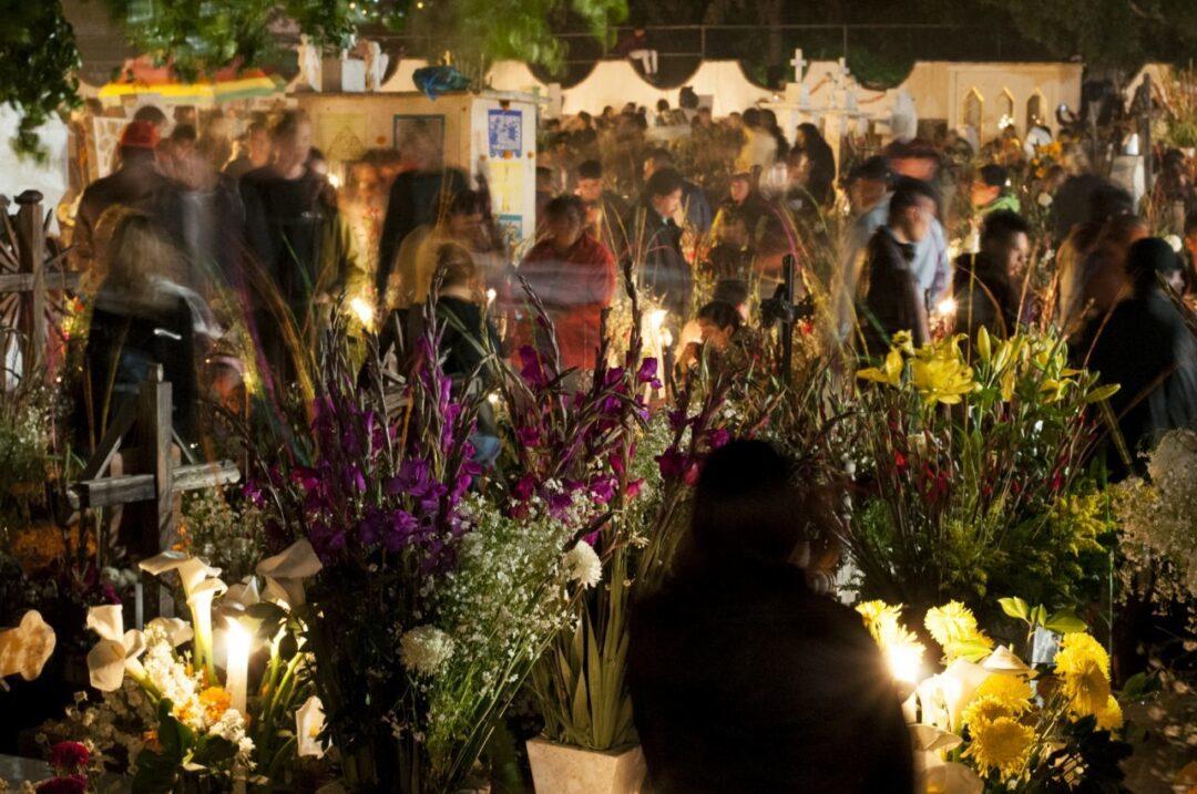 Panteones de CDMX cerrarán en Día de Muertos por COVID-19