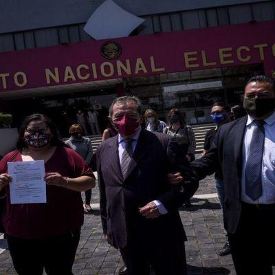 Diputados de Morena piden a Mario Delgado reconocer victoria de Muñoz Ledo