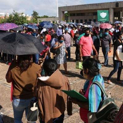 Damnificados de Tabasco hacen largas filas para recibir ayuda, temen nueva crecida de ríos
