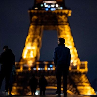 Francia extiende toque de queda por 'grave' evolución de COVID-19