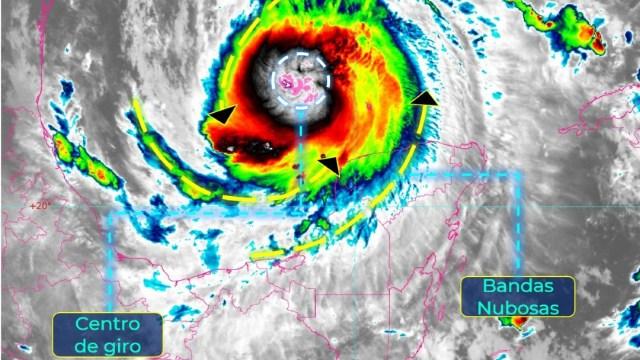 Huracán 'Delta' se intesifica a categoría 2 tras dejar México rumbo a EEUU.