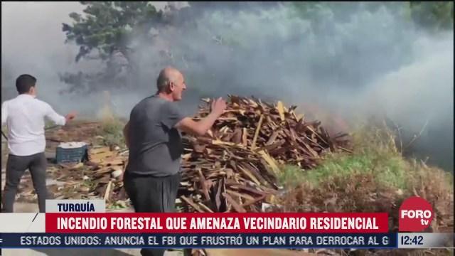 incendio forestal amenaza vecindario residencial en turquia