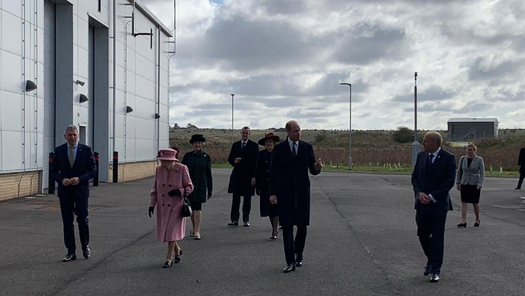 Isabel II sale de su residencia por primera vez desde inicio de la pandemia