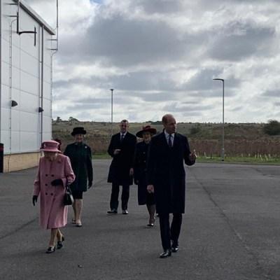 Isabel II sale de su residencia por primera vez desde que inicio pandemia del coronavirus