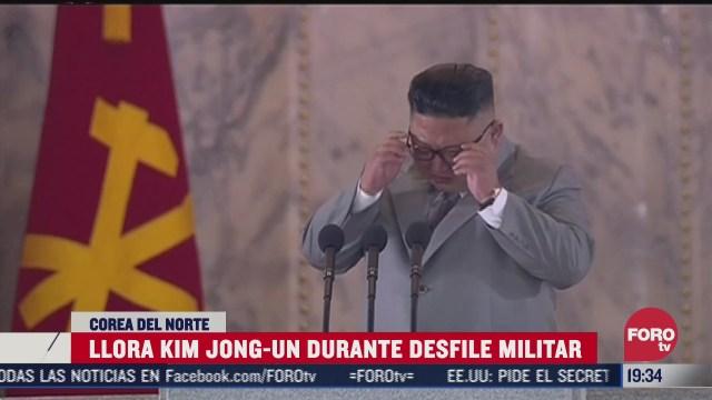Kim Jong-Un llorando durante desfile militar
