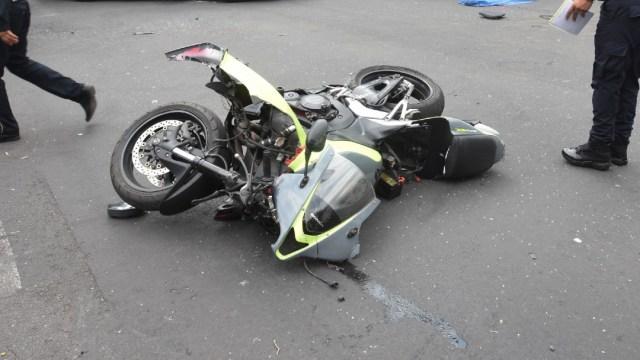 Motociclista muere atropellado por camión de carga en Estado de México