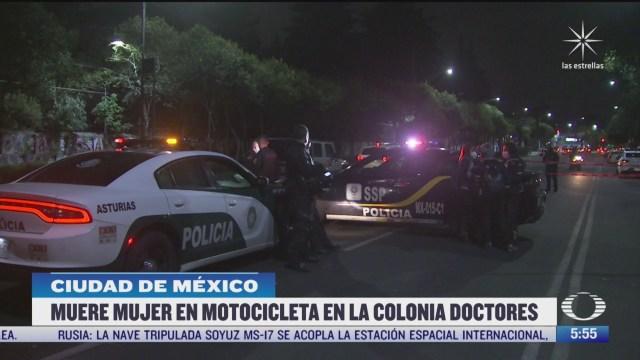 muere mujer motociclista tras ser embestida por un carro