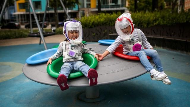 Niños con protección contra el COVID-19