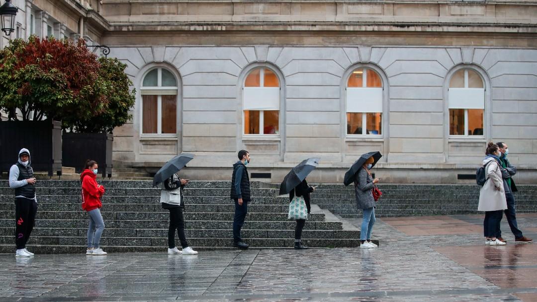 Personas con cubrebocas en Francia