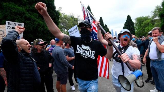 Cientos de personas protestan contra el confinamiento en Melbourne