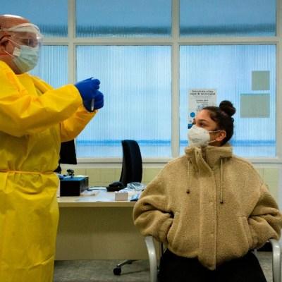 España se dirige a otro estado de alarma por COVID-19; los contagios superan los 3 millones