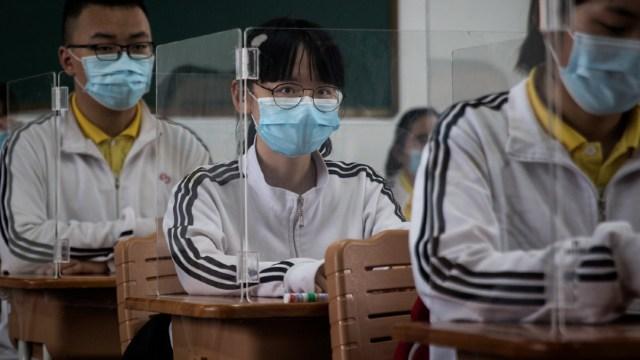 No hay vínculo claro entre regreso a escuelas y contagios de COVID-19, revela estudio