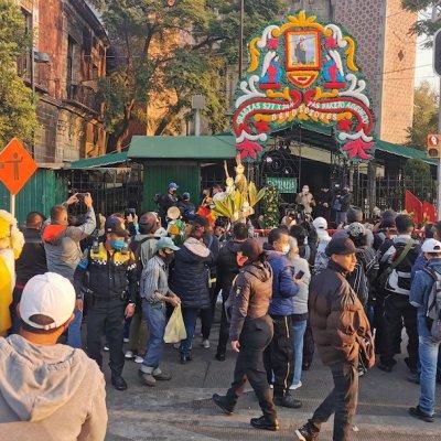 Video y fotos: Cientos de fieles acuden a San Hipólito sin importar la pandemia