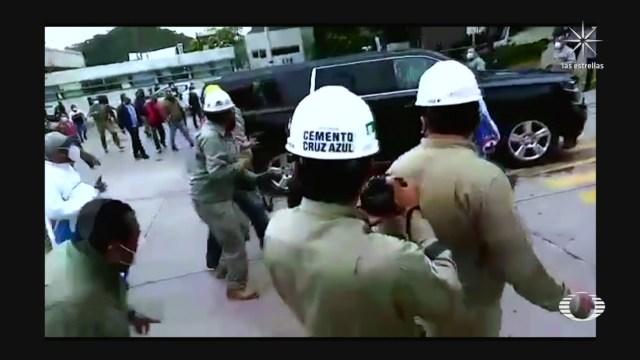 se enfrentan trabajadores de cementera cruz azul con policias en oaxaca