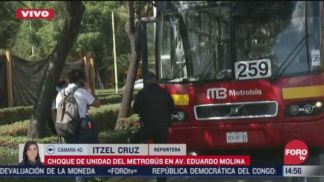 se registra choque de unidad del metrobus en av eduardo molina