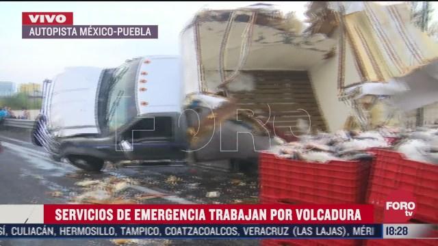 se registra volcadura de camion en la autopista mexico puebla