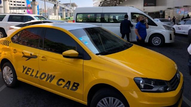 Taxistas bloquean accesos a Terminal 1 del AICM