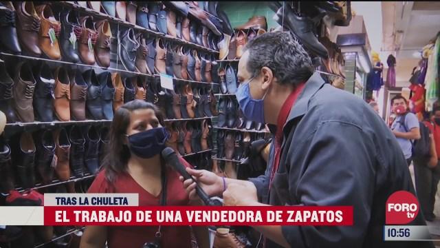tras la chuleta vendedora de calzado