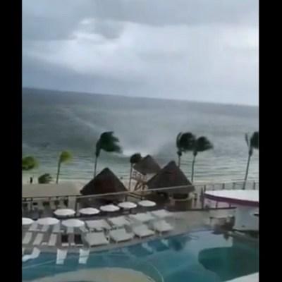 Video: Captan tromba marina en playas de Cancún, Quintana Roo