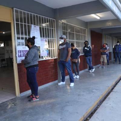 Con retraso en la apertura de casillas, arrancan elecciones en Coahuila