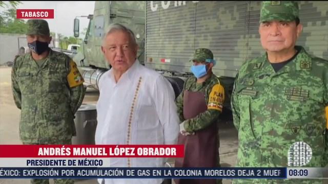amlo visita zonas afectadas por inundaciones en tabasco