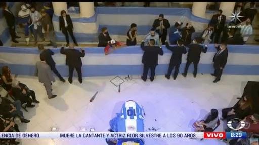 argentinos asisten al funeral de diego armando maradona