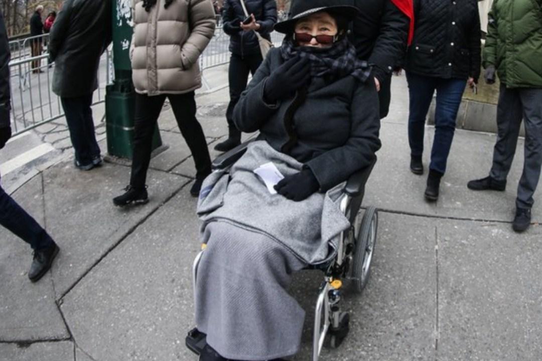 Yoko Ono cede gestión de su fortuna a su hijo Sean Lennon por problemas de salud