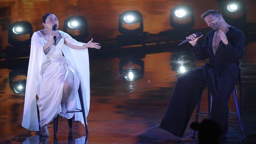 Carla Morrison y Ricky Martin duranta su presentación en la 21 entrega anual del Latin Grammy