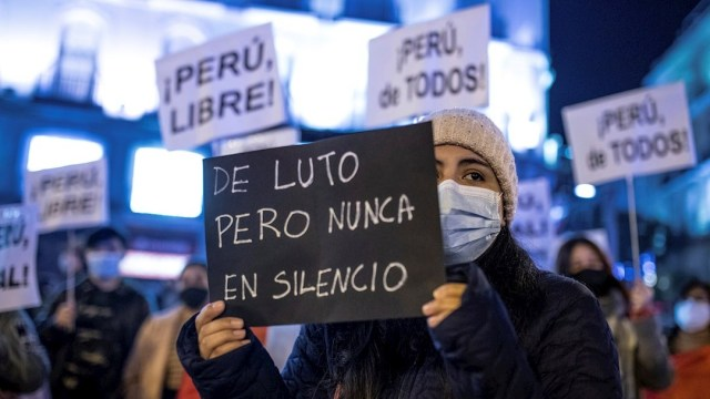 Familiares de víctimas de represión policial se reúnen con presidente de Perú