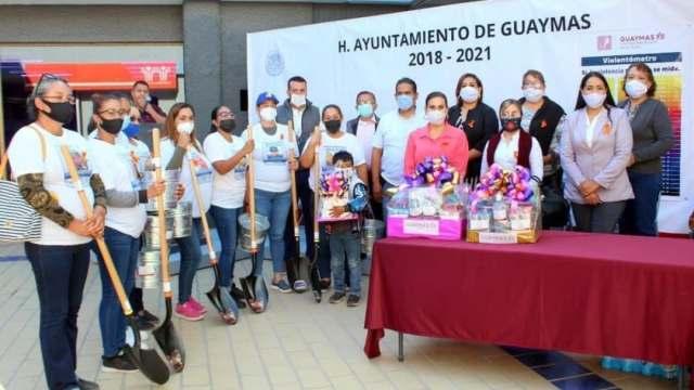 Madres buscadoras y alcaldesa de Guaymas justifican donación de palas y cubetas