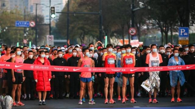 Los corredores, todos ellos residentes en China, tuvieron que pasar un test de coronavirus