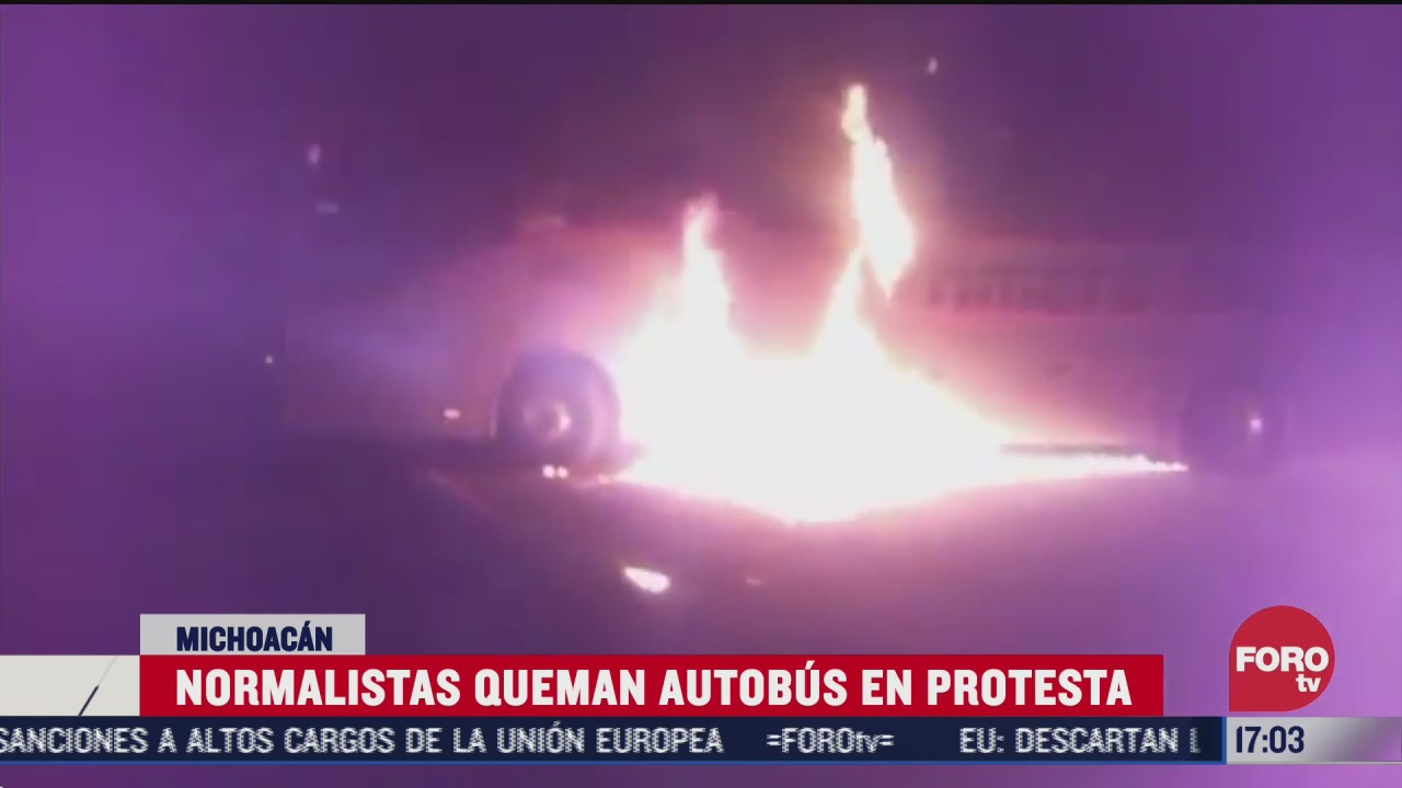 normalistas de cheran incendian camion de pasajeros