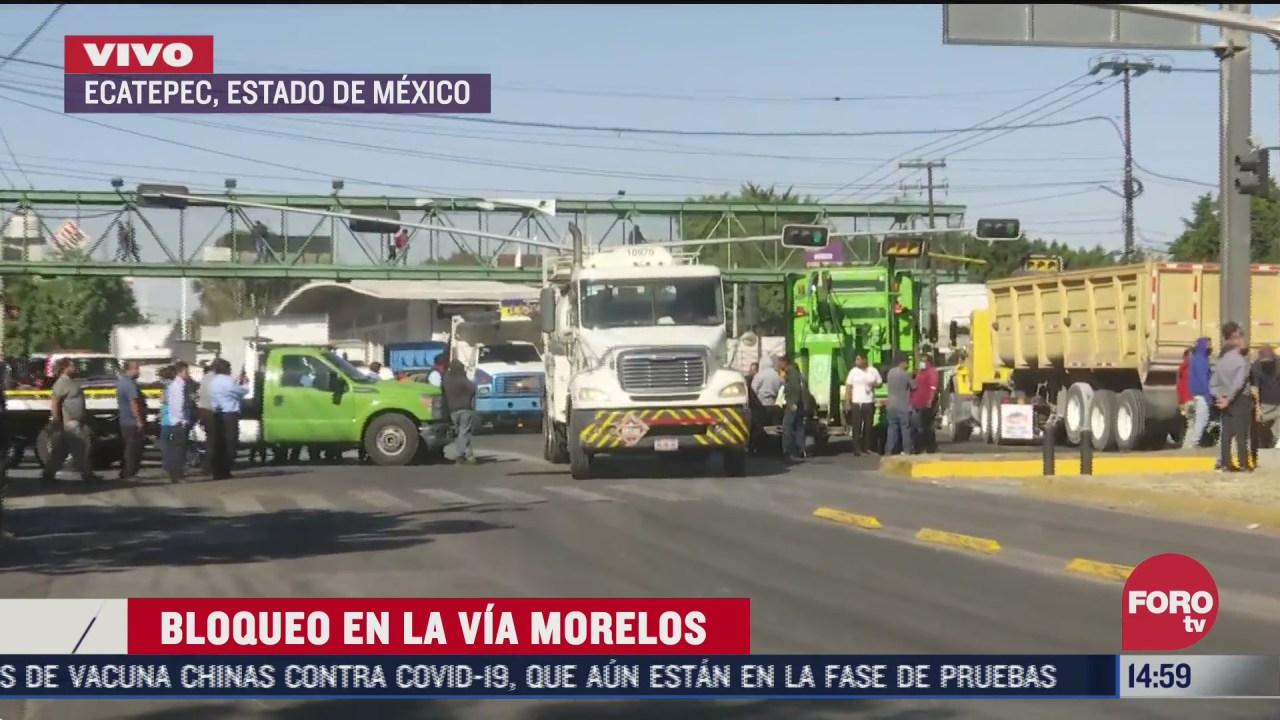operadores de gruas bloquean via morelos tras enfrentamiento con taxistas