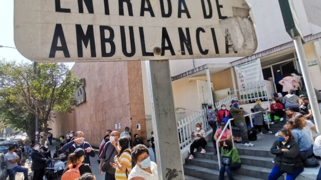 Se desbordan hospitales COVID en la CDMX, decenas esperan a ser ingresados